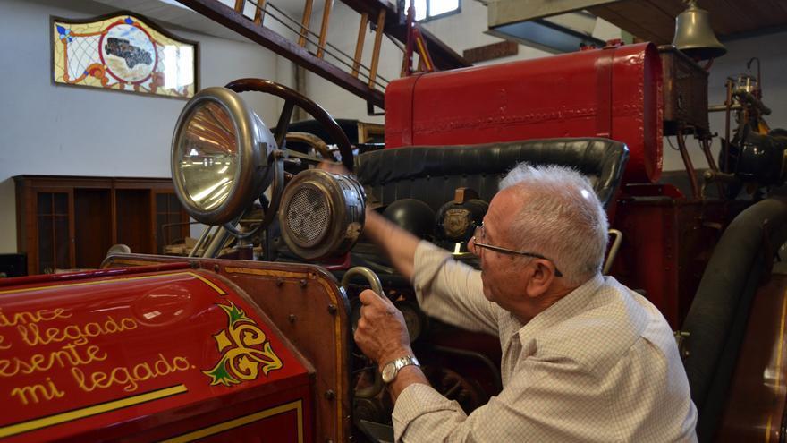 Pepe Moreno, con su camión de bomberos | N.C.