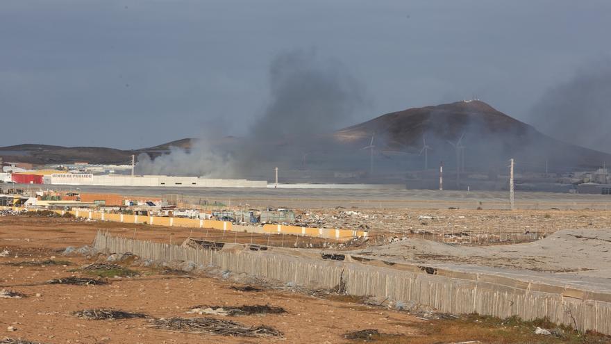 Incendio en una nave industrial en Arinaga.