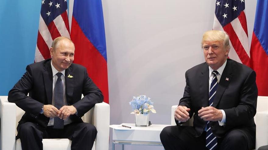 """Trump califica de """"estupenda"""" su primera reunión con Putin"""