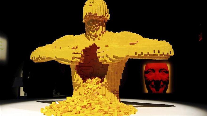 """La mayor muestra mundial del """"artista de los bloques de Lego"""" llega a Europa"""