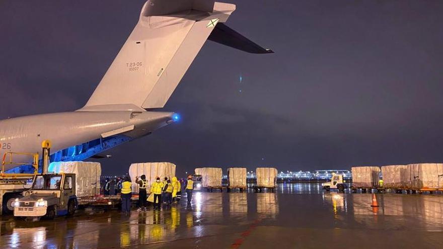 Airbus A400M fletado por el Ejército del Aire con destino a Shanghai para recoger material sanitario en la ciudad china.