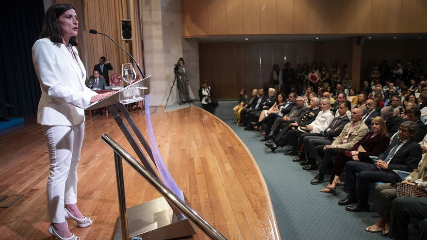 Gema Igual (PP) pronuncia su primer discurso tras recoger el bastón de mando. | JOAQUÍN GÓMEZ SASTRE