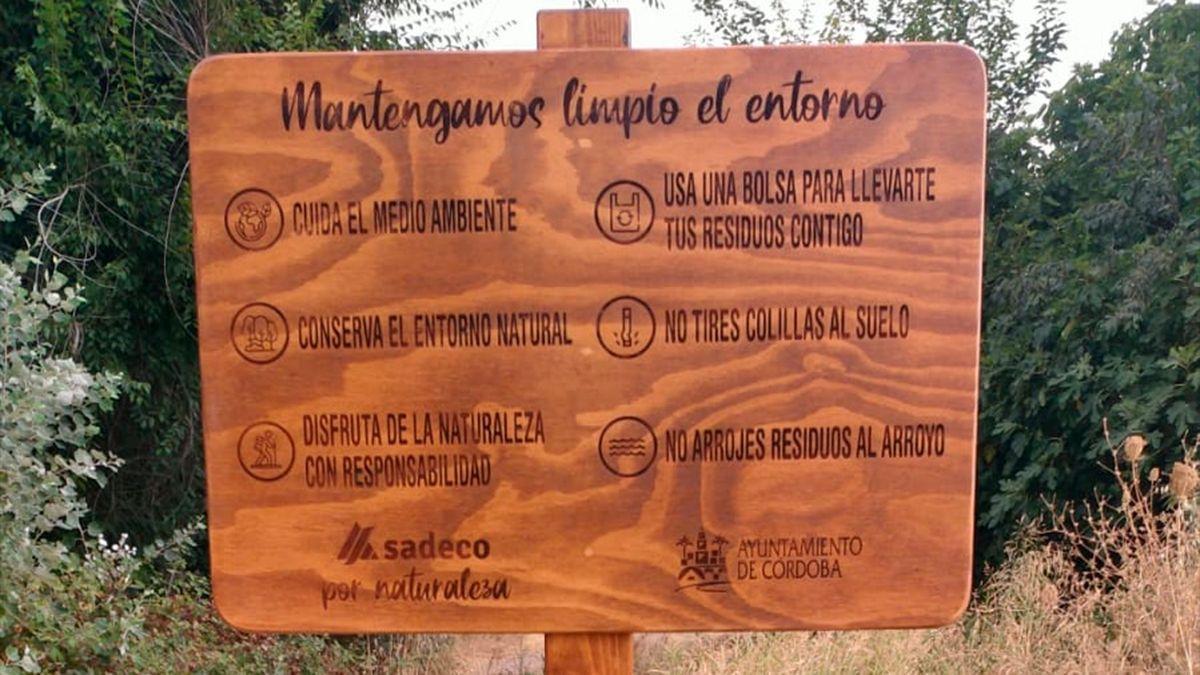 Cartelería en el entorno del arroyo Pedroche