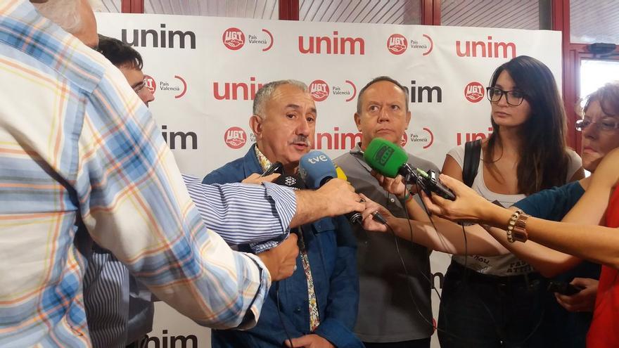 El secretario general de UGT, Pepe Álvarez, junto al líder de UGT-PV, Ismael Sáez