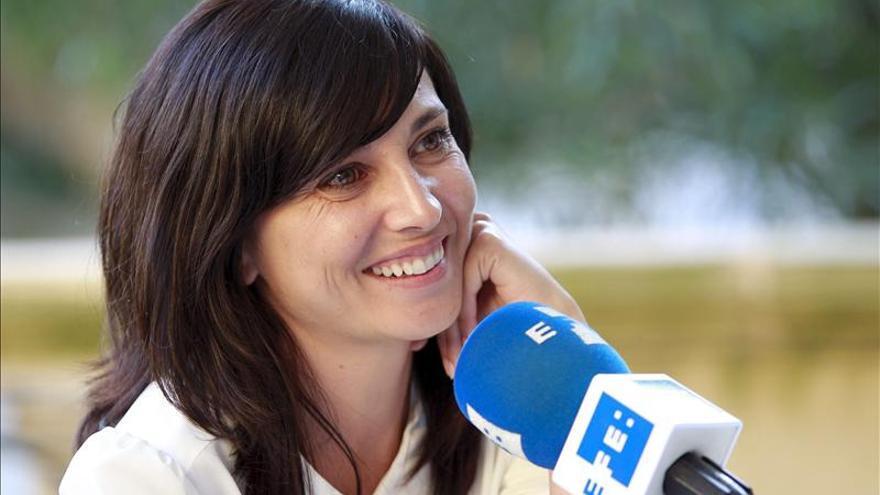 La española Marián Álvarez recibe la Concha de Plata como mejor actriz
