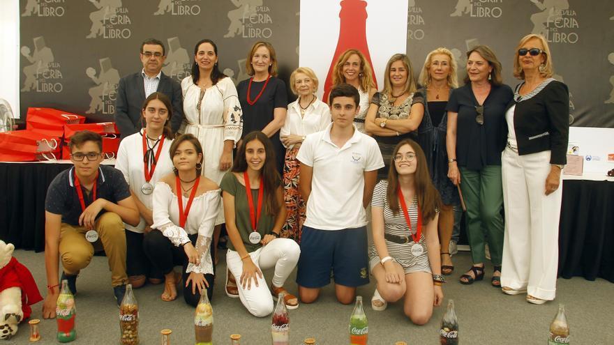 Foto de los jóvenes premiados por Coca Cola en Sevilla en el concurso de relato corto