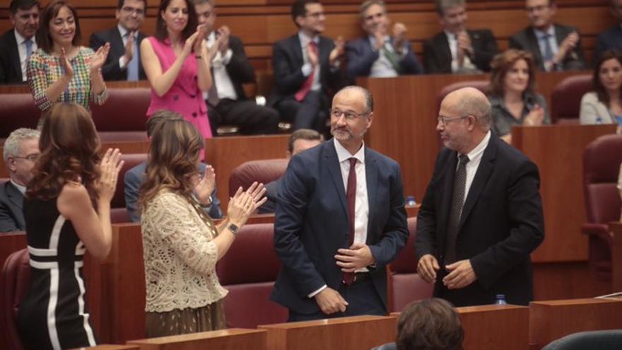 Luis Fuentes en el momento de su proclamación como presidente de las Cortes