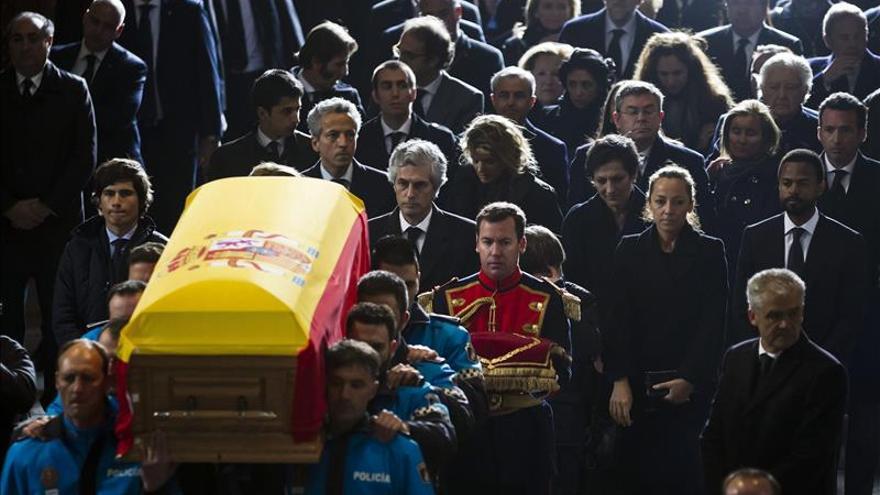 Políticos de distintas épocas arropan a la familia Suárez