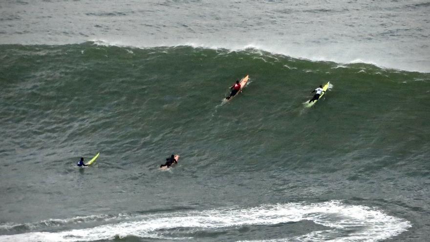 Activado para este lunes el aviso por olas de hasta 5 metros en la costa vasca