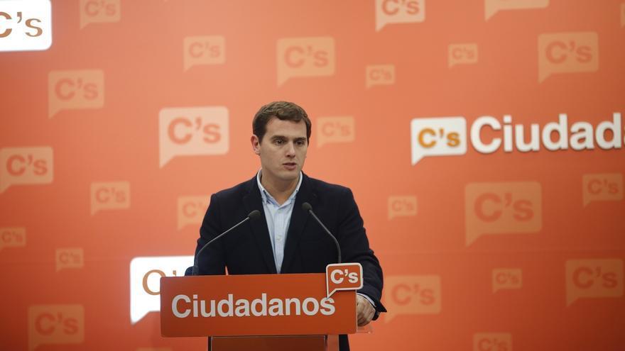 Rivera dice tras lo de Italia que para reformar la Constitución española hará falta un amplio consenso
