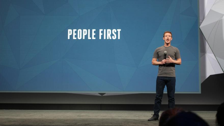 """Facebook (y su """"La gente primero""""), uno de los gigantes que incumplen con el GDPR"""