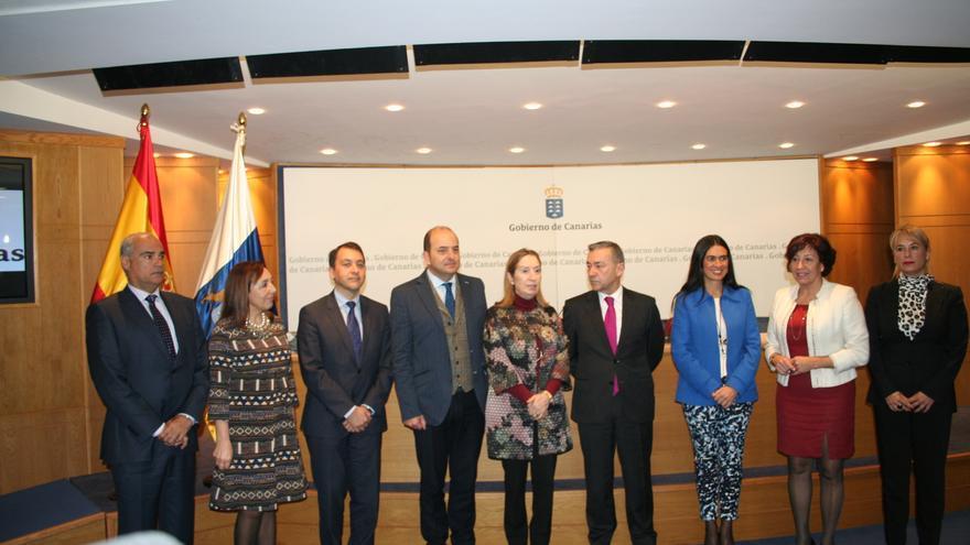 Firma del convenio para la regeneración y renovación de áreas urbanas de Canarias.