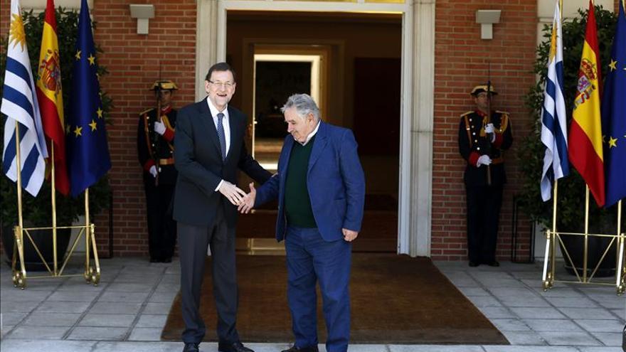 Rajoy defiende ante Mujica más presencia de empresas españolas en Uruguay