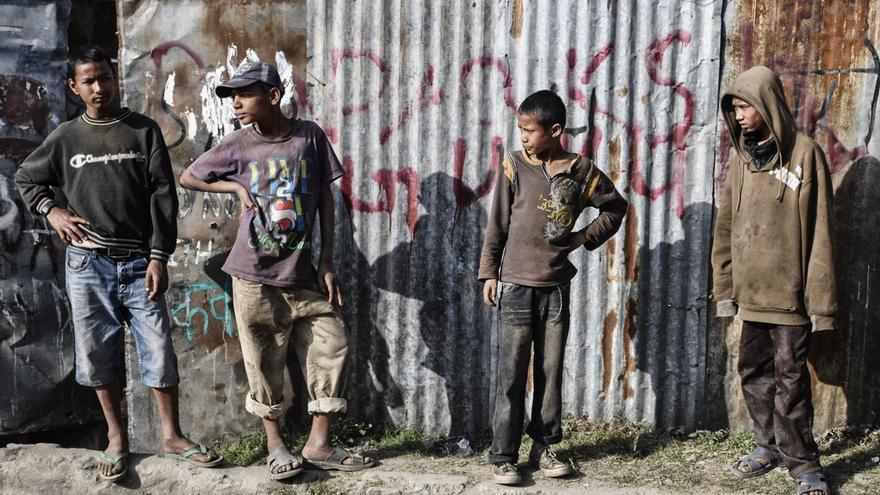 Los jóvenes adictos se dedican a recoger chatarra o a robar cobre para comer y esnifar. / FOTO: Zigor Aldama