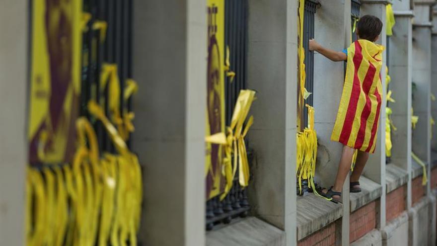 """El Govern avanza una respuesta """"combativa"""" a la Junta Electoral sobre lazos amarillos"""