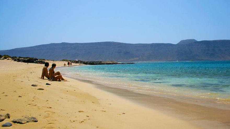 Playa de La Francesa, una de las más bonitas de la isla de La Graciosa. TURISMO DE CANARIAS