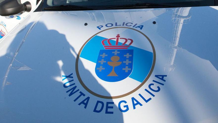 Vehículo de la unidad de la Policía adscrita a la Xunta