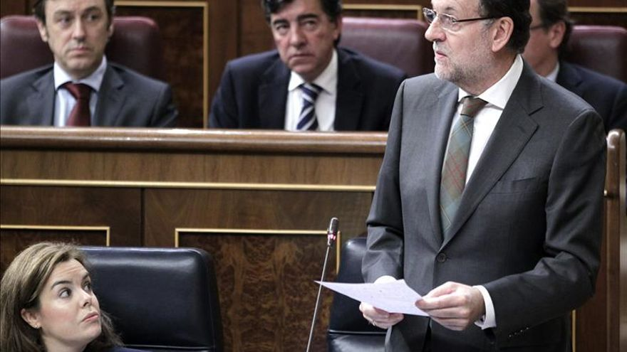 Rajoy resalta el logro de sus reformas frente a la falta de recetas de Rubalcaba