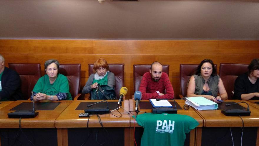 Manteca durante la rueda de prensa en el Parlamento de Cantabria. | R.A.