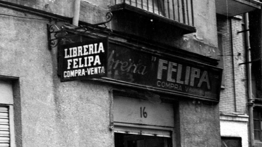 Entrada a la librería Felipa, cerca de Gran Vía