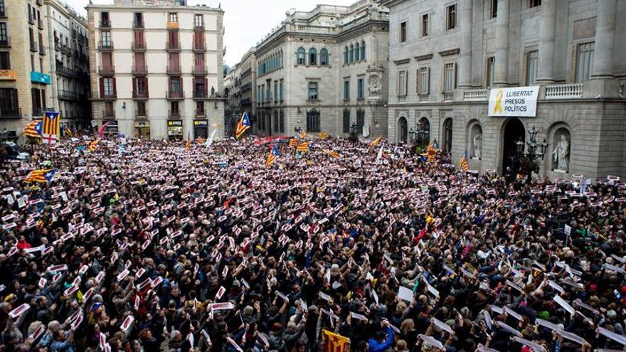 """Unas 8.000 personas exigen en Barcelona la libertad de los """"presos políticos"""""""