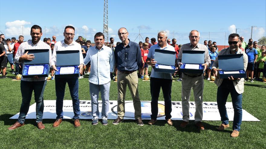 Morales Mansito (tercero por la izquierda), junto a Jaime Yanes, secretario general del CITAF, los delegados arbitrales de zona y Juan Manuel García, director deportivo del Comité de Árbitros de Fútbol Sala.