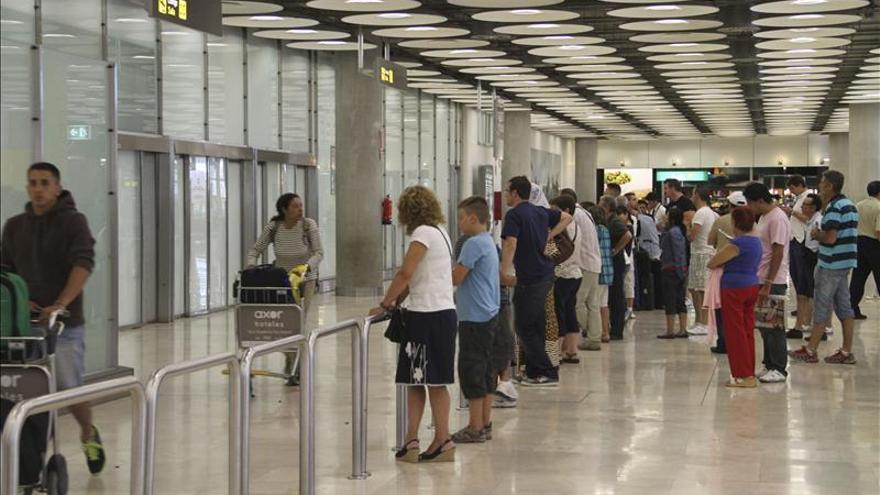 Barajas activa la alerta local por el aborto de despegue de un avión de Luxair