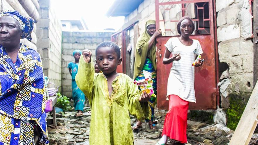La familia de Aboubakar Oumarou Maiga, víctima del Tarajal.   Imagen cedida por Caminando Fronteras.