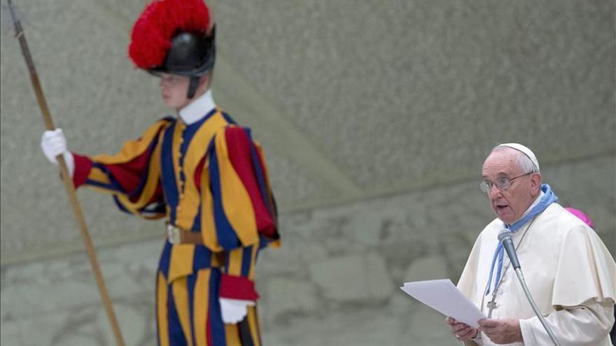 """El Papa nombra nuevo """"ministro de exteriores"""", el británico Richard Gallagher"""