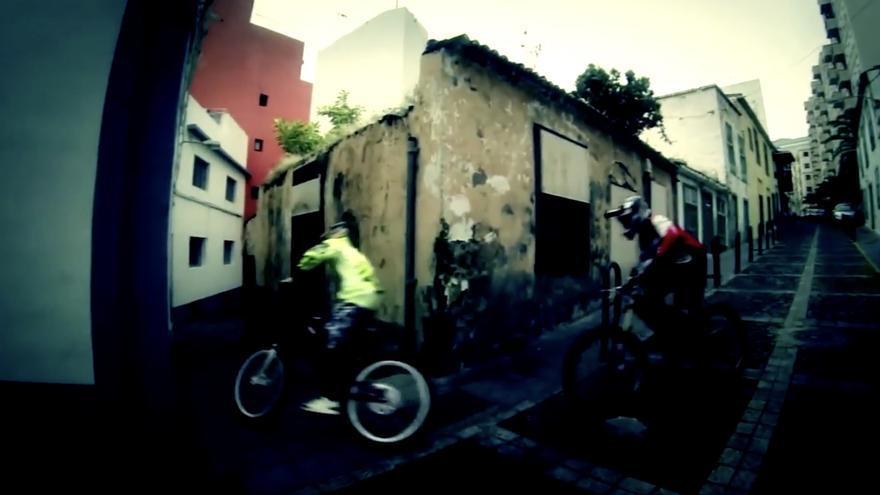 La prueba de descenso urbano en bicicross 'Downtown' está cada vez más asentada en el calendario deportivo insular.