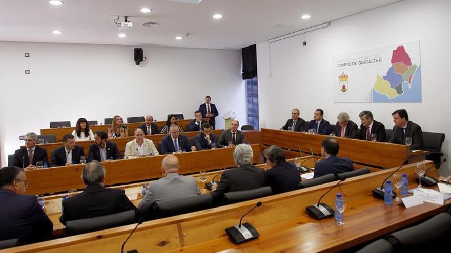 Dastis aborda medidas por el brexit con alcaldes del Campo de Gibraltar
