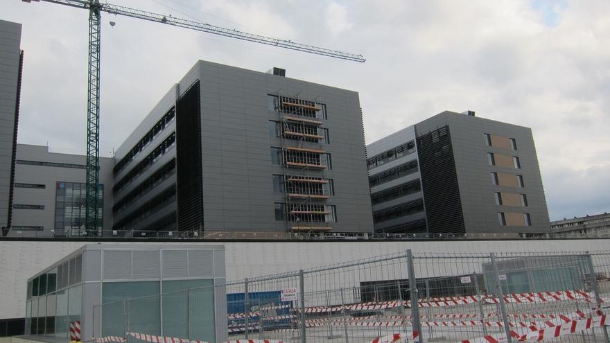 La plaza norte de Valdecilla tendrá 6.000 m2 y se completará cuando finalicen las obras del hospital