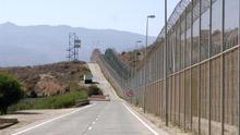 Vista de la valla que separa España y Marruecos, en Melilla.