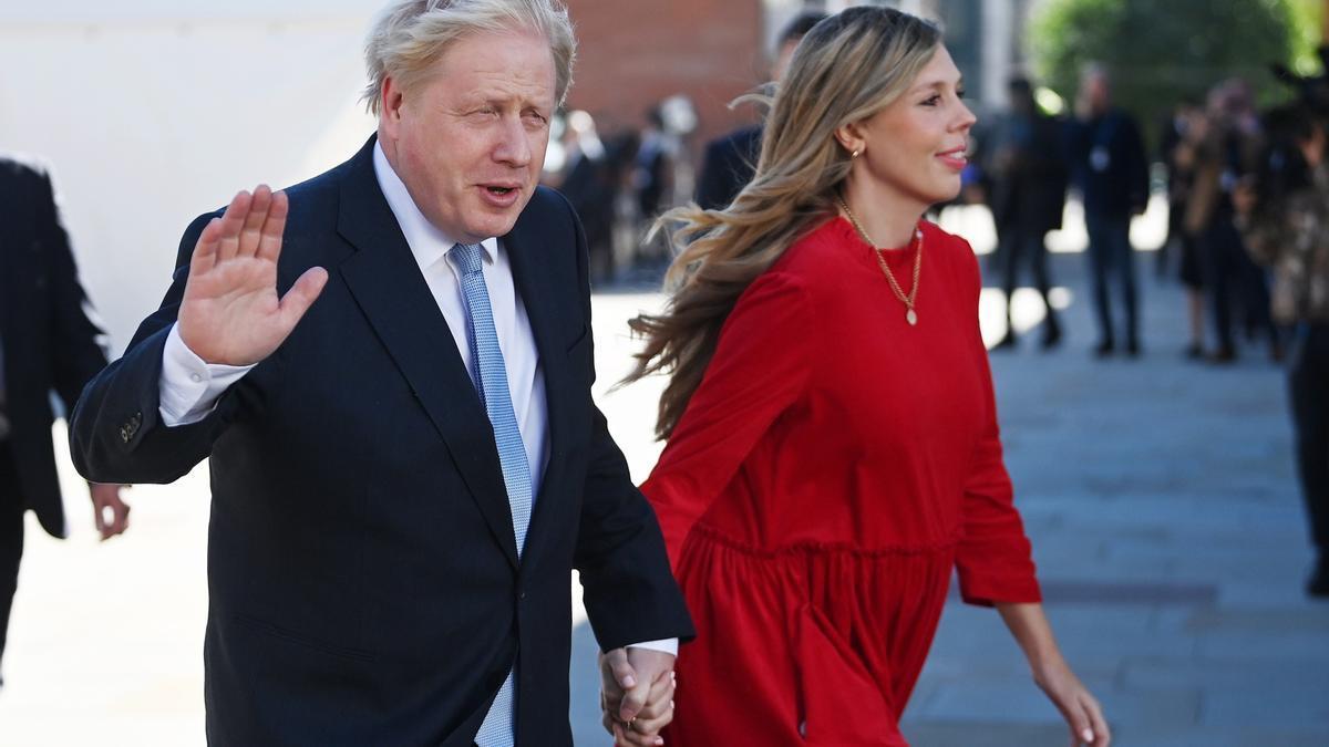 El primer ministro británico, Boris Johnson, y su esposa Carrie.
