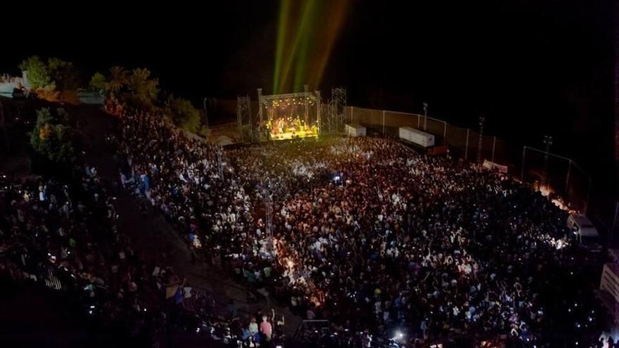 El polideportivo de Frigiliana acogió a 6.000 personas durante la actuación del músico franco-español