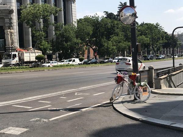 Punto negro ciclista en la calle Alcalá 44   Somos Chueca