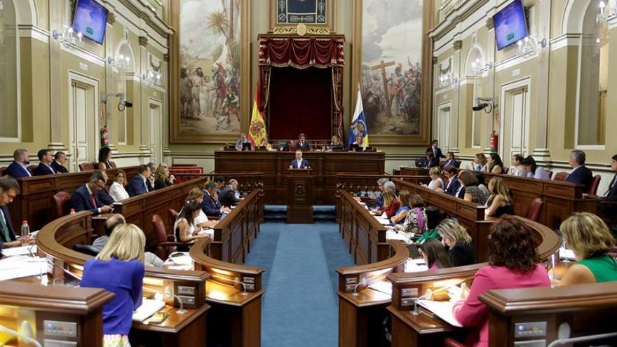 Sesión en el Parlamento de Canarias.