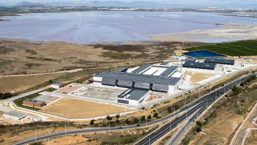 Una vista de la planta desaladora de Torrevieja