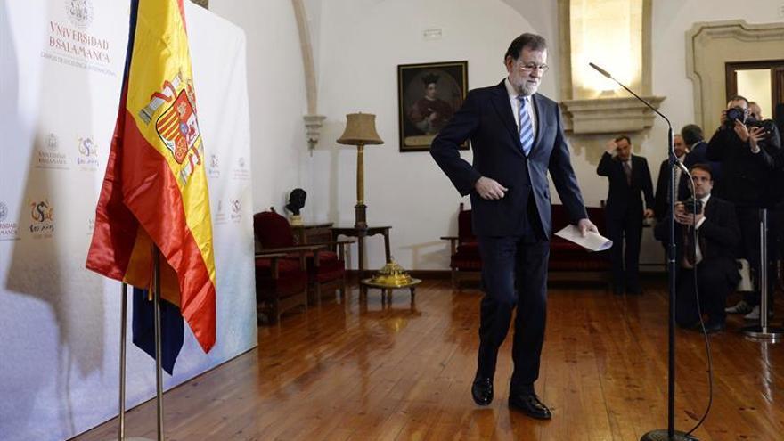 Rajoy prevé cualquier escenario tras el 21D pero espera que todos cumplan la ley