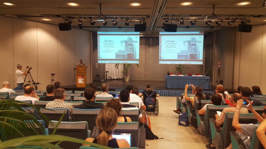 """Reunión del congreso """"Ciencia con el EST"""" en Catania (Sicilia, Italia). Crédito: EST"""