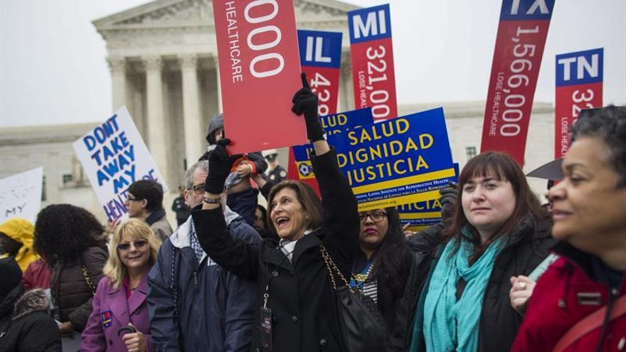 Partidarios de la reforma sanitaria en EEUU aprobada gracias a Barack Obama.