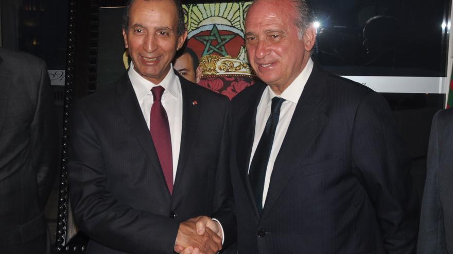 El ministro del Interior, Jorge Fernández Díaz, y el ministro del Interior de Marruecos, Mohamed Hassad, durante un encuentro bilateral en Tánger (Marruecos) celebrado en mayo. Foto: Ministerio del Interior