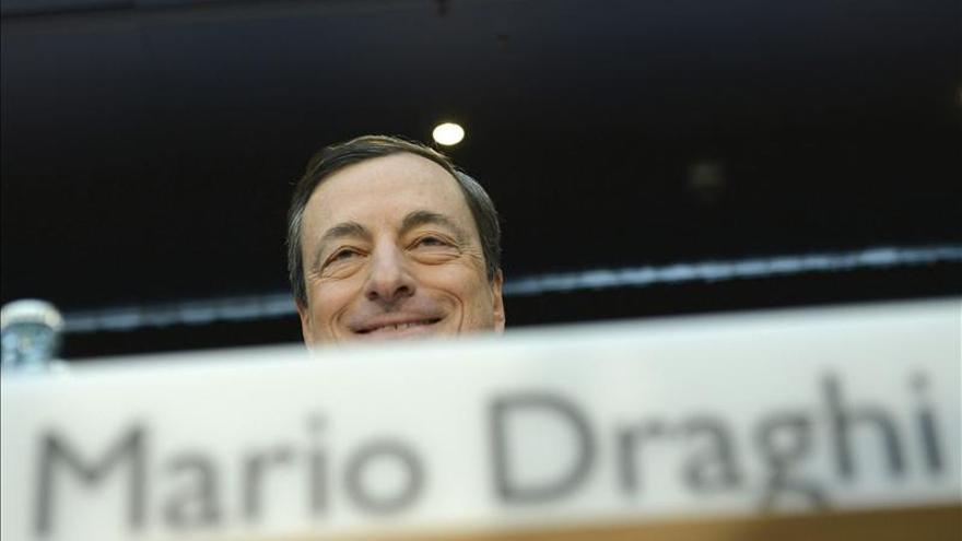 Draghi, preocupado por la fortaleza del euro, avisa de que habrá que actuar