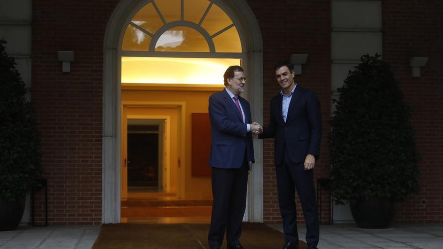 """Sánchez confirma a Rajoy el rechazo del PSOE al techo de gasto y le reprocha los """"vaivenes"""" de Montoro"""
