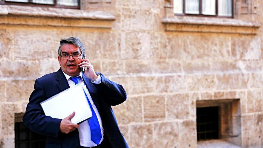 Vela es el primer conseller valenciano que dimite acosado por una irregularidad.