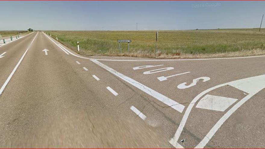 Muere un hombre en accidente entre coche y camión en Valdefuentes
