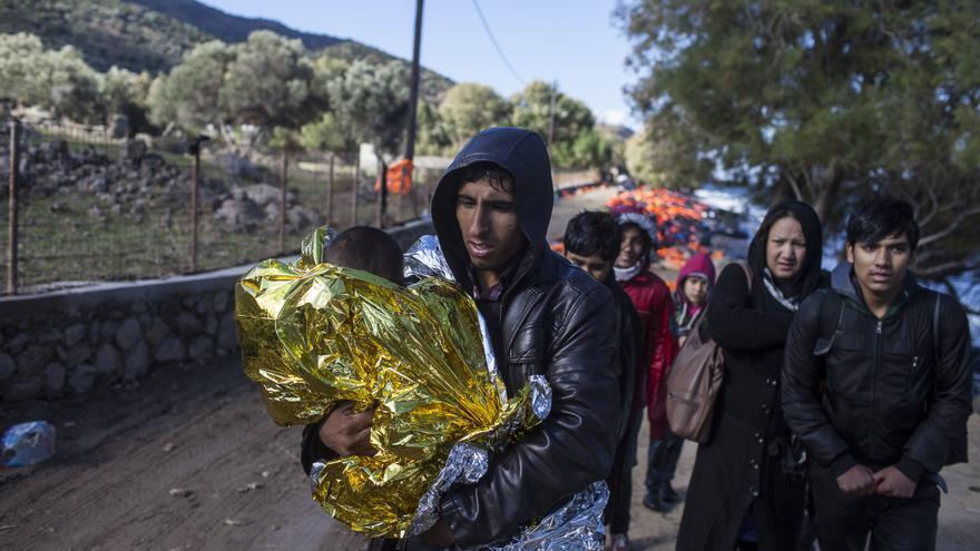 Refugiados recién llegados a las costas de la isla de Lesbos, en Grecia, aún con síntomas de hipotermia / Santi Donaire