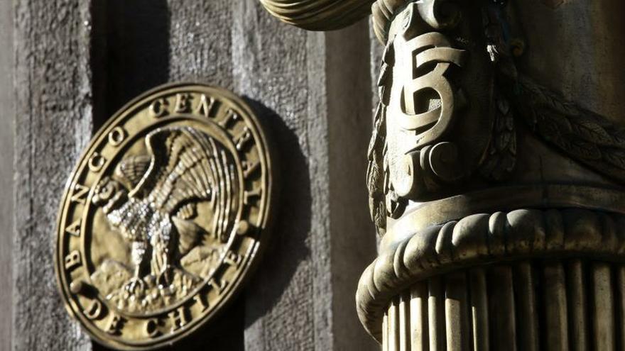 Según el Banco Central, el PIB chileno aumentará en 2021 entre un 3,75 % y un 4,75 %, mientras que en el 2022 crecerá entre un 3 % y 4 %.