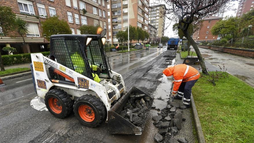 El Ayuntamiento invertirá 2,5 millones en un nuevo plan de asfaltado para casi 40 calles