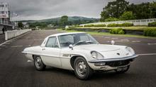 Mazda Cosmo, gran turismo universal. Reminiscencias del Jaguar E-Type en el frontal e inspiración del Ford Thunderbird en la zaga garantizaban estar a la moda a mediados de los sesenta.
